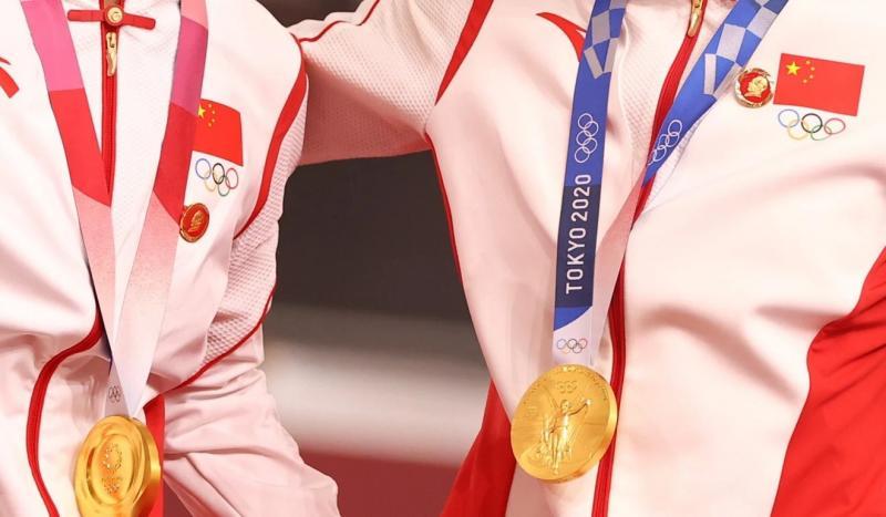 çin-olimpiyat-mao rozeti (Reuters).jpg