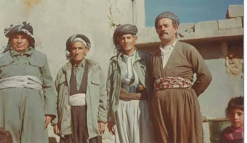 Şeyhbızıniler geleneksel kıyafetleriyle-Soran  bölgesi .jpg