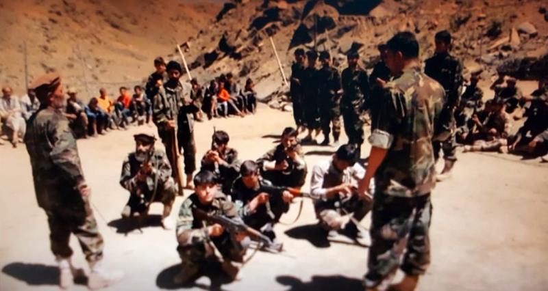 Taliban karşıtı milisler Pençşir'de eğitim sırasında.jpg
