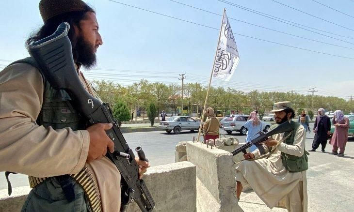 Taliban milisleri başkenti kontrol altında tutuyorlar.jpg