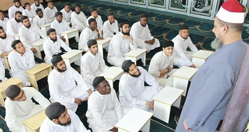 Diyobend Medresesi'nde İslami eğitim.jpg