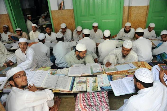 Diyobend Medresesi'nde talebeler-Foto, Sajjad Hussain, kaynak AFP.jpg