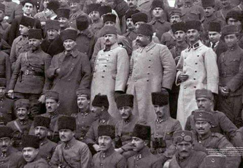 Cumhuriyet döneminin devlet Erkanı- M. Kemal, Sakallı Nurettin Paşa, Fevzi Çakmak ve diğer komutanlar.jpg