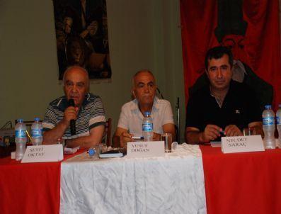 Didim Cemevi'nde söyleşi yapan Seyfi Oktay. -5 Ağustos 2011-Kaynak, Beyaz gazete.com_.jpg