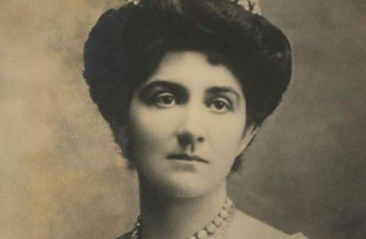 Kraliçe Süreyya Tarzi-001.jpg