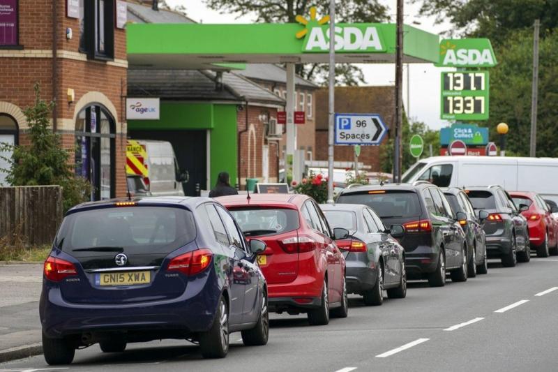 İngiltere kamyon kriz benzin AP