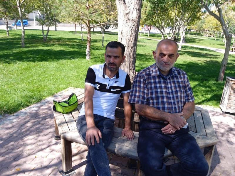 Muhammed Salhab'ın ağabeyi ve babası Independent Türkçe.jpg