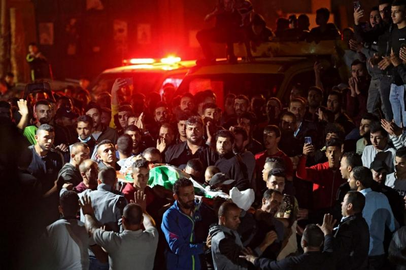 Batı Şeria'da İsrail askerlerince katledilen Muhammed Habisa'nın cenazesine katılan Filistiniler-Kaynak, AFP.jpg