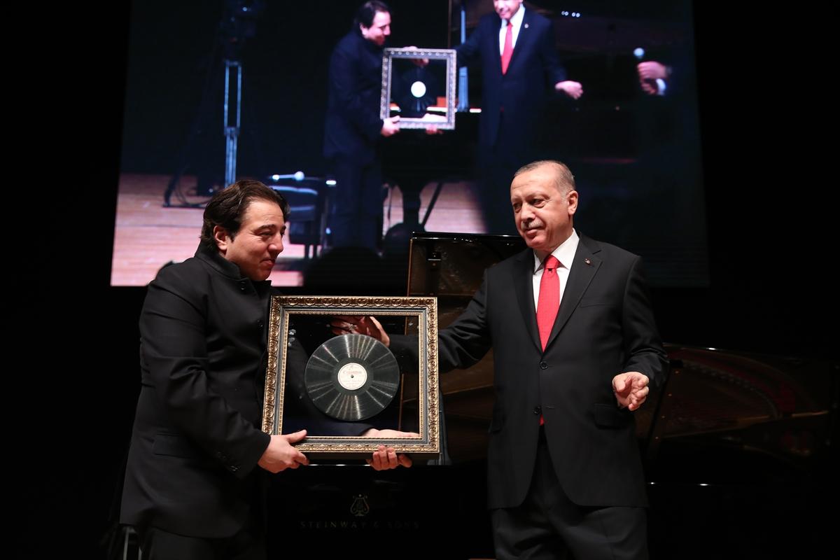 Erdoğan'dan Fazıl Say'a hediye.jpg