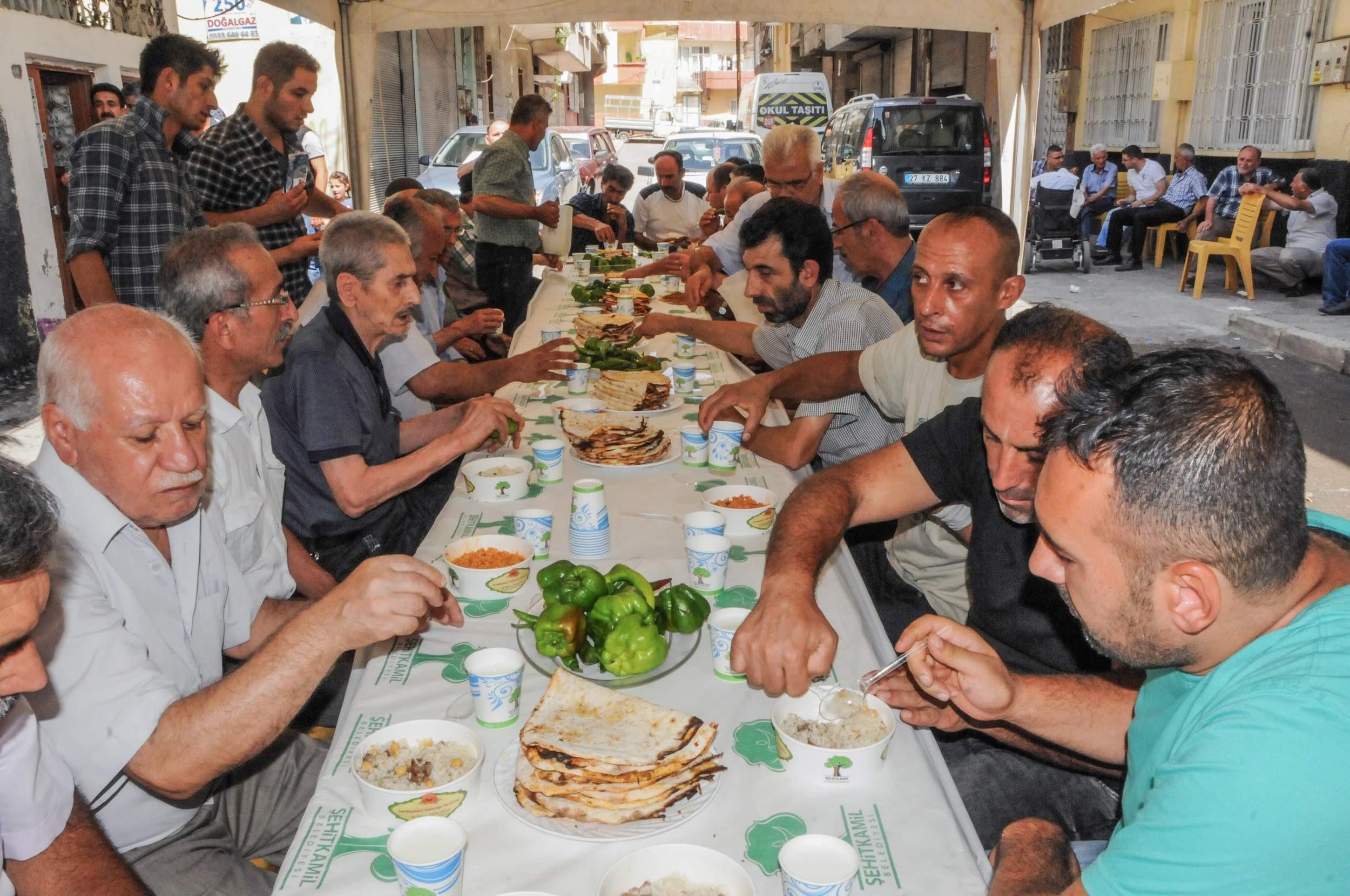 Gaziantep merkez Şehitkamil ilçesinde taziye yemeği.jpg