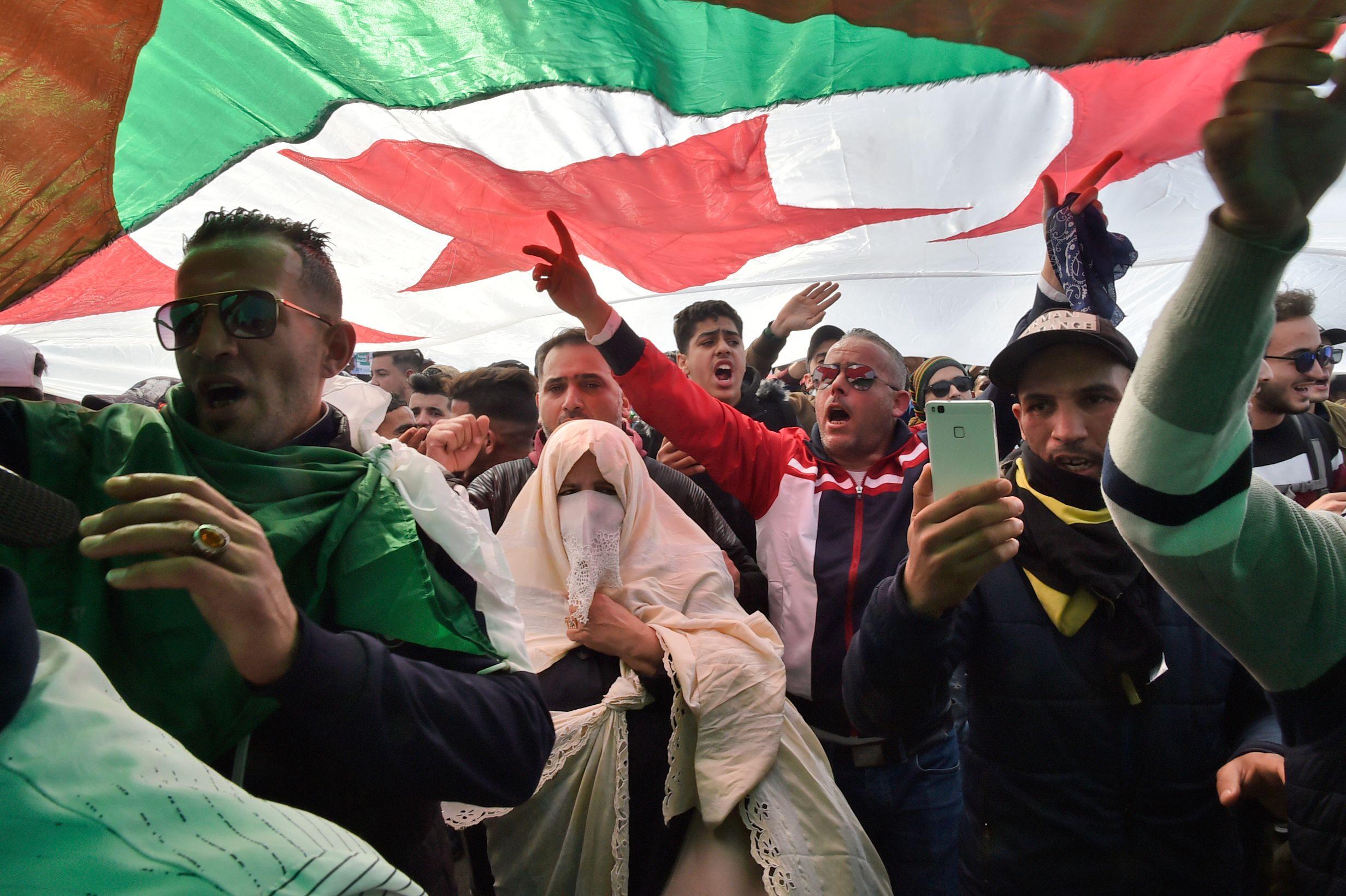 cezayir protestolar 1 afp.jpg
