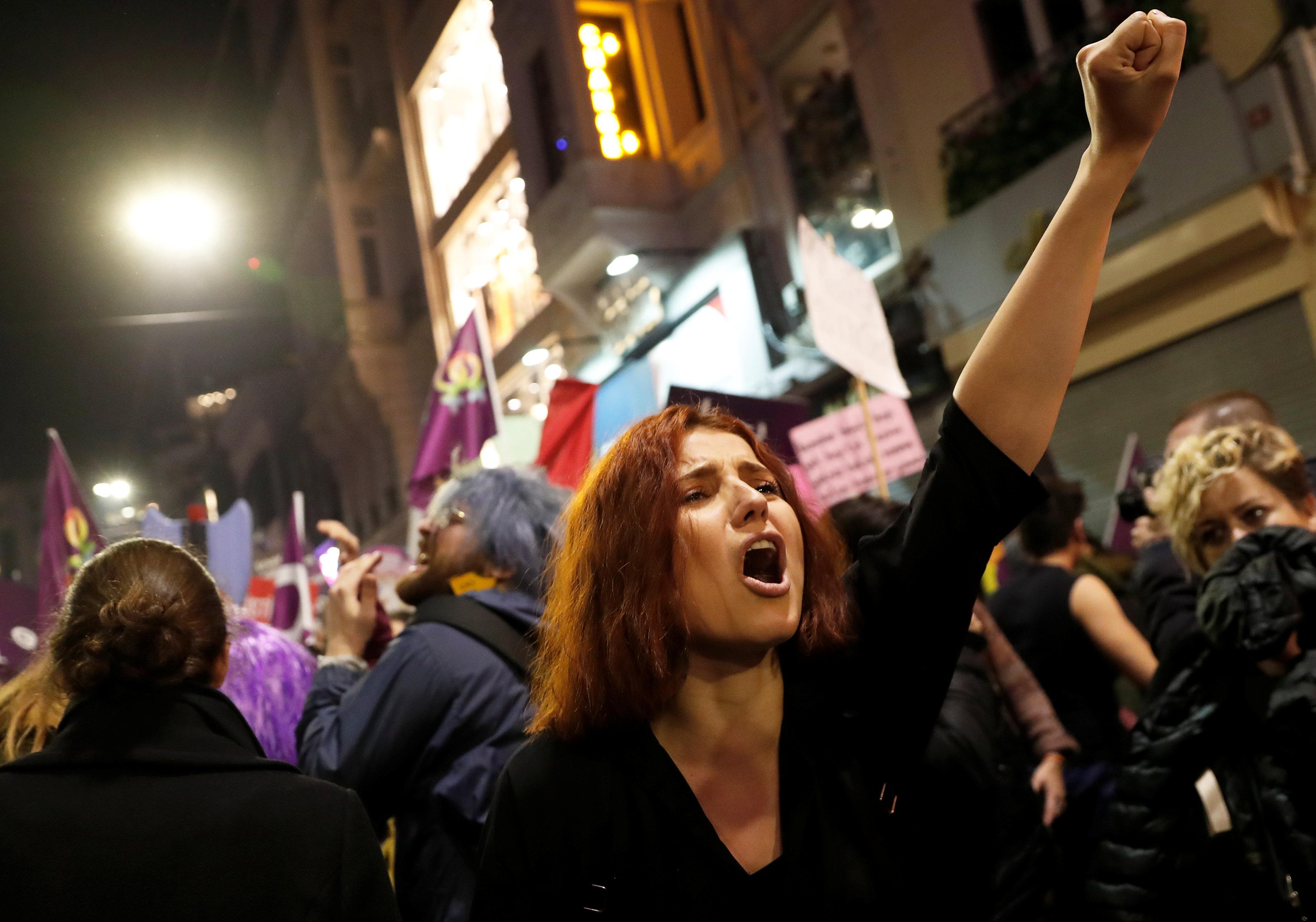 8 Mart Feminist Gece Yürüyüşü Reuters 5.jpg