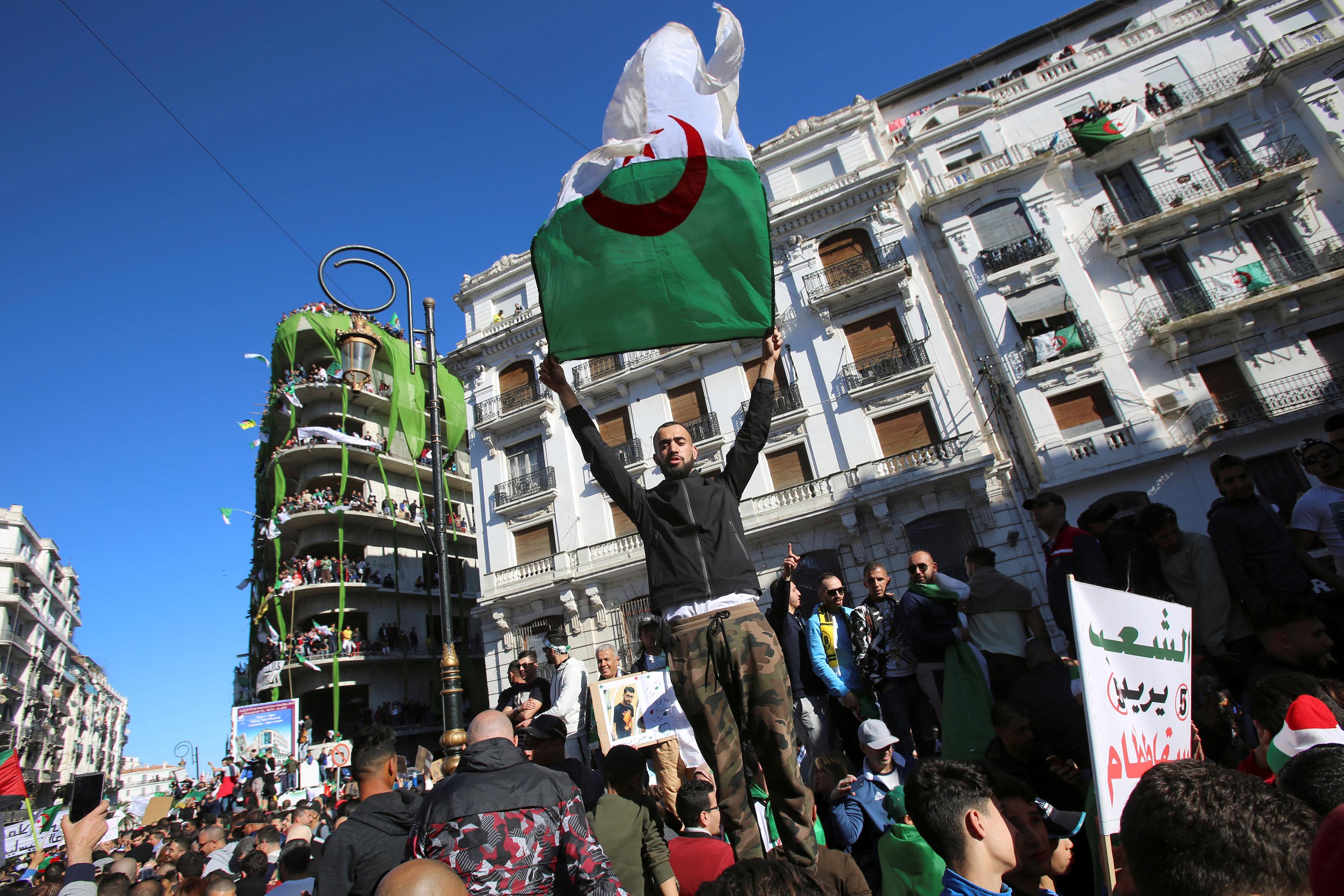 Cezayir gösteriler