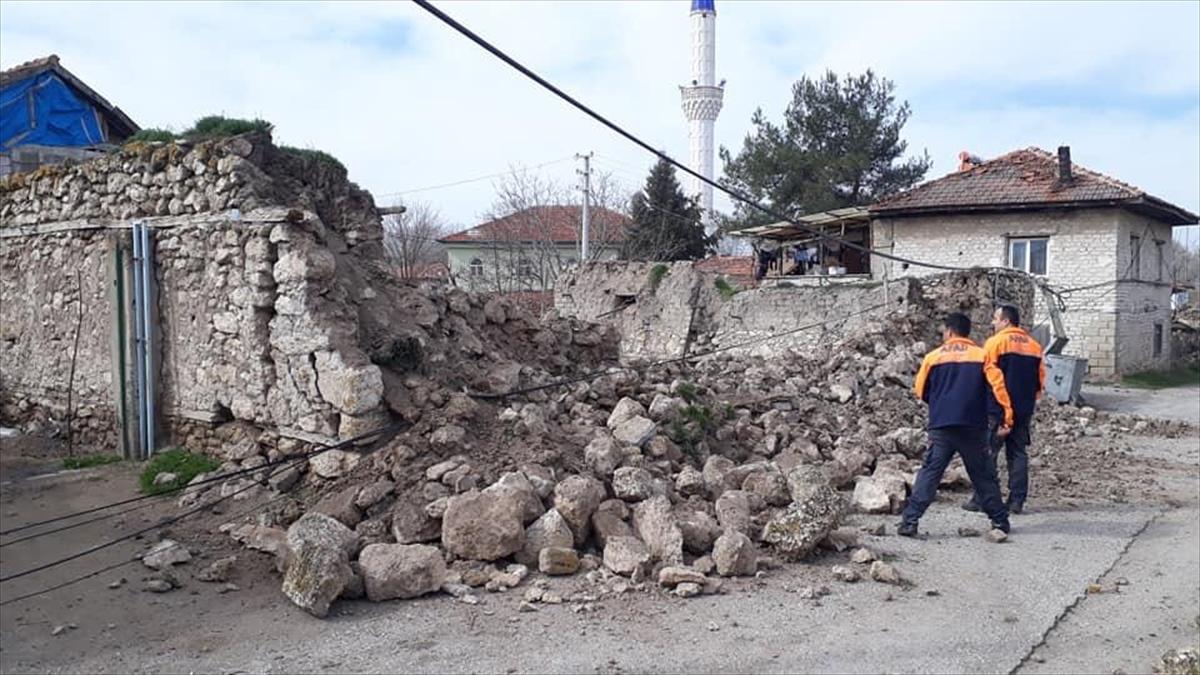 denizli deprem 3 aa.jpg