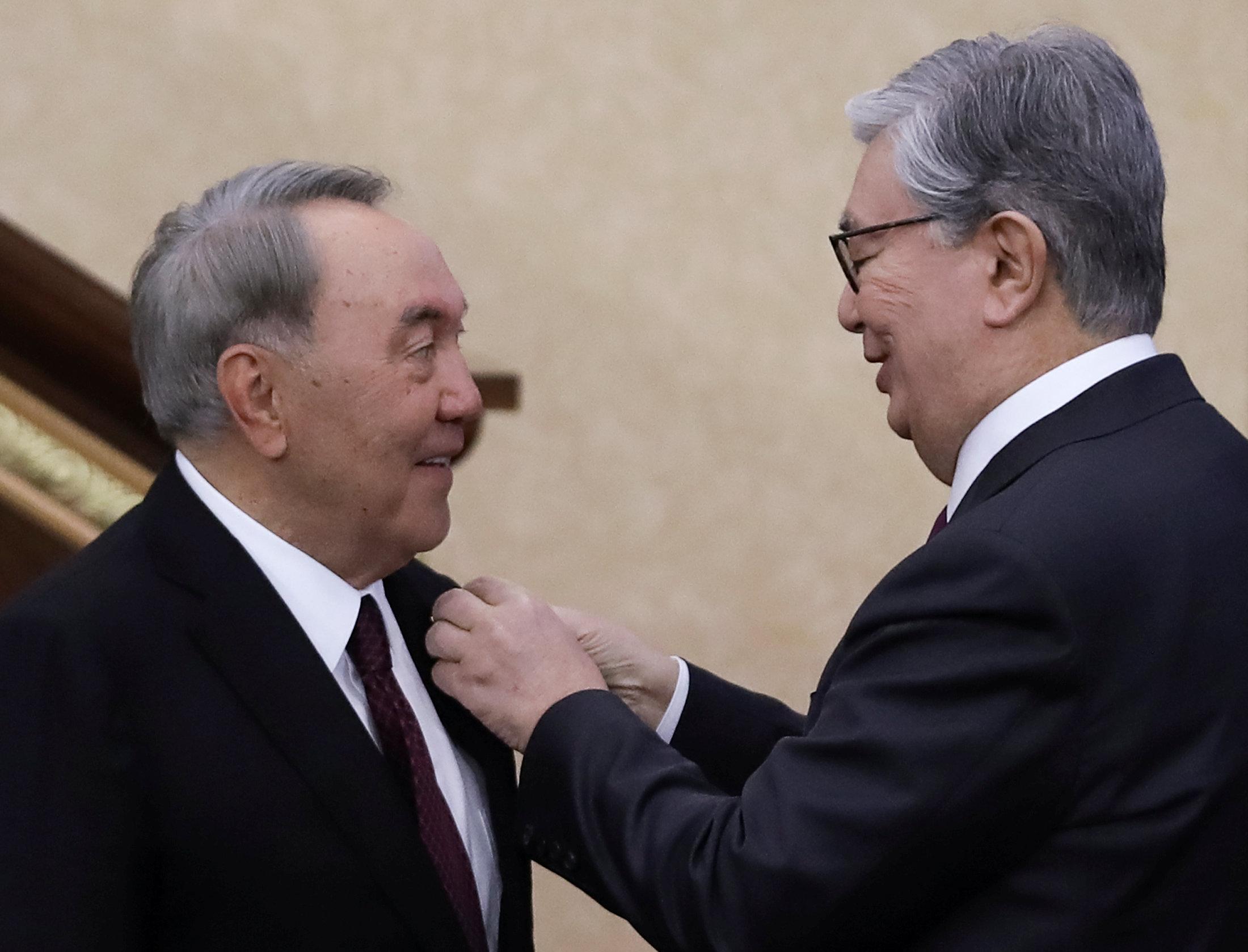 Nazarbayev ve tokayev.JPG