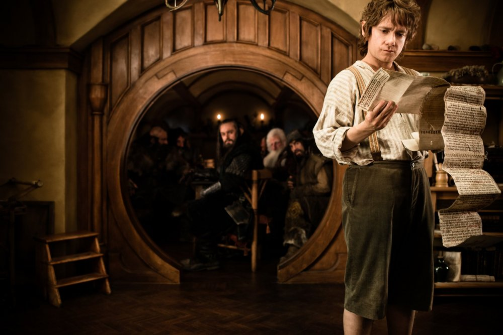 hobbit-an-unexpected-journey-2012-001-bilbo-reading-at-home.jpg