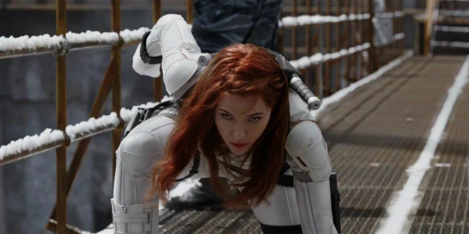 black-widow-beyaz-kostum-marvel.jpg
