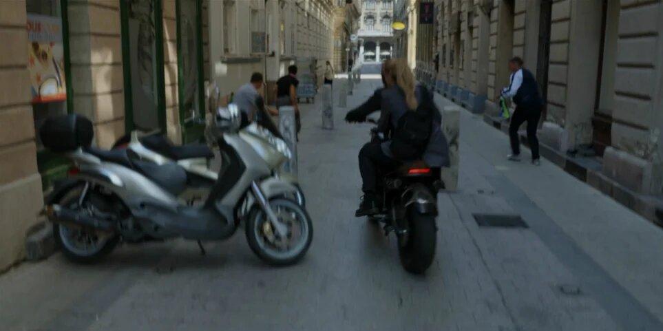 black-widow-motosiklet-marvel.jpg