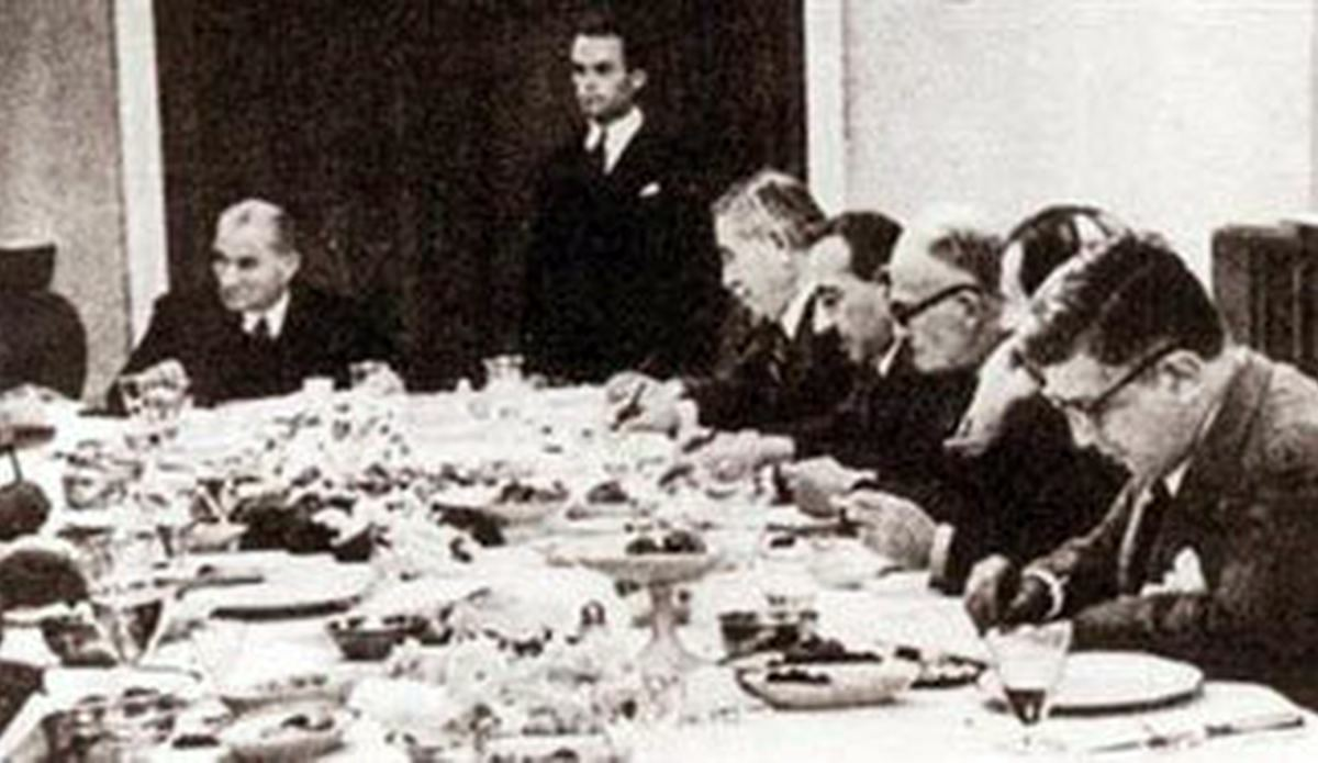 Atatürk sofra (1).jpg