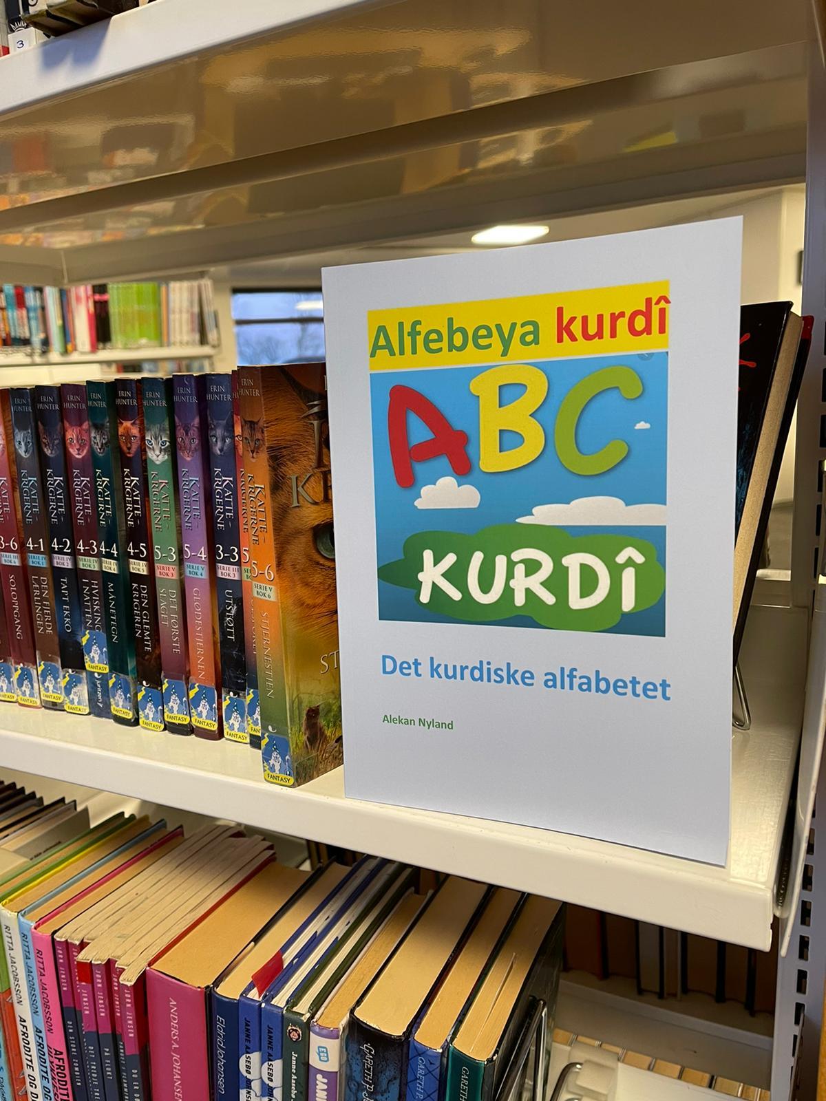 """Norveç'te, ilk Kürtçe kitap, """"Alfabeya Kurdi"""" yayınladı (1).jpg"""