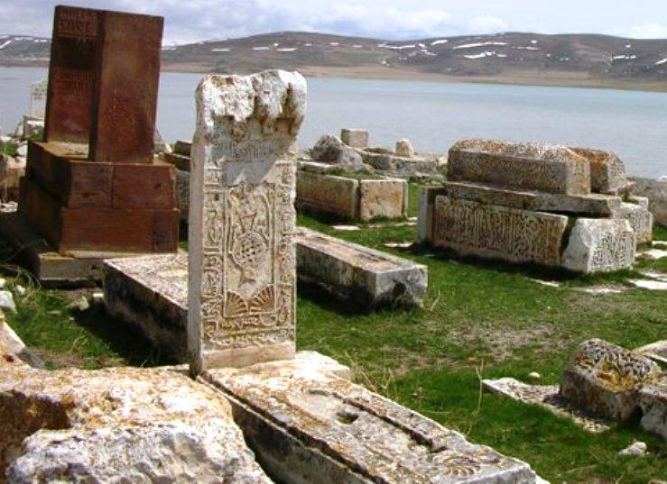 5 bin yıllık tarihi mezarlık (1).jpg