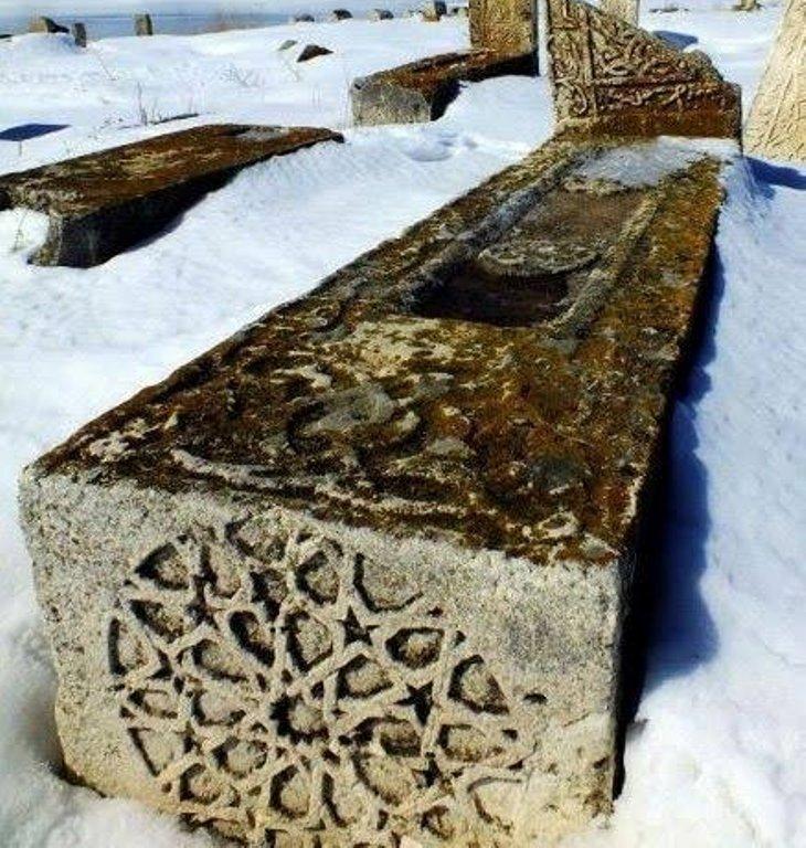 5 bin yıllık tarihi mezarlık (2).jpg