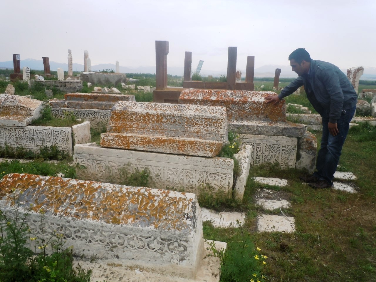 5 bin yıllık tarihi mezarlık (6).jpg