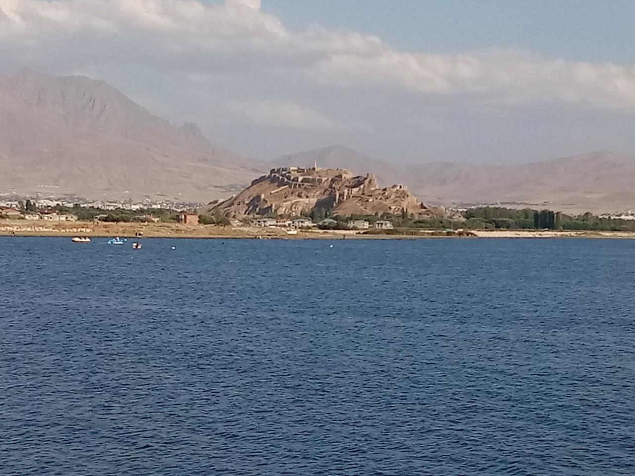 Yaşar Kemal'in Van Gölü hayranlığı ve Akdamar Kilisesinin Kurtuluş hikayesi (3).jpg