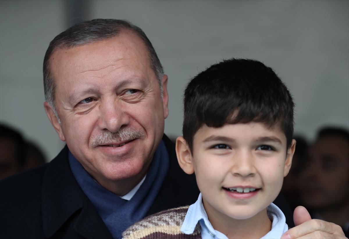 Erdoğan ve çocuk.jpg