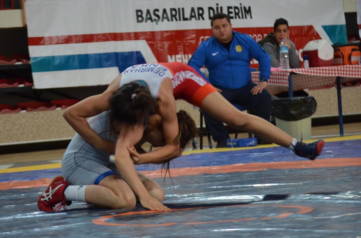 Kadınlar Türkiye Güreş Şampiyonası 1.jpg