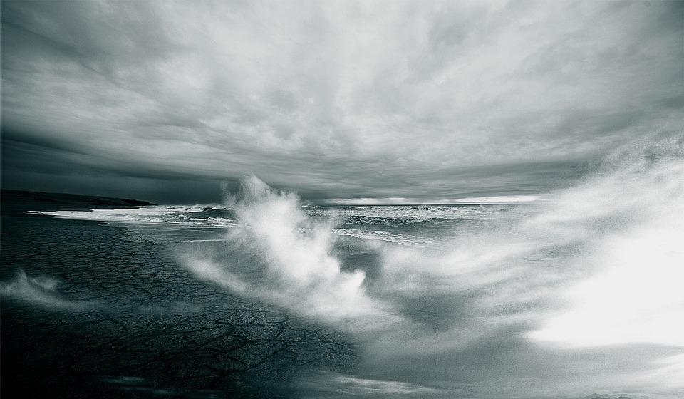 deniz okyanus kasırga fırtına.jpg