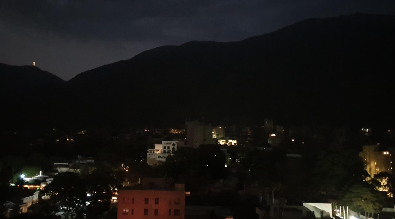 Elektrik kesintisinin yaşandığı Caracas şehrinden bir görüntü. Fotoğraf: AA